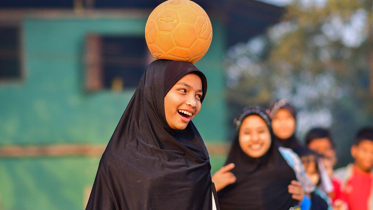 Ball game - girl - Thailand